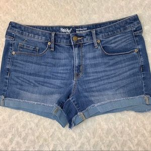 Mossimo Mid Rise Super Stretch Size 12 Jean Shorts